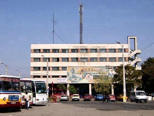 Legea pumnului: doi șoferi s-au luat la bătaie în Autogara din Satu Mare