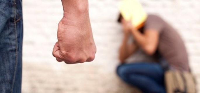 SCANDAL în localitatea PETEA: Și-a bătut concubina cu pumnii