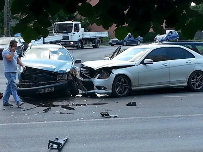 ACCIDENT la intersecția BILLA din SATU MARE (Foto)