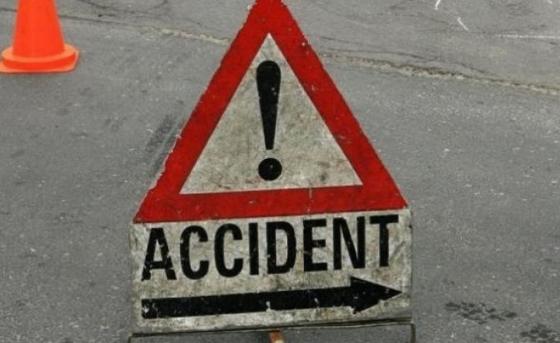 O sătmăreancă a intrat cu mașina într-un stâlp de beton, în Seini