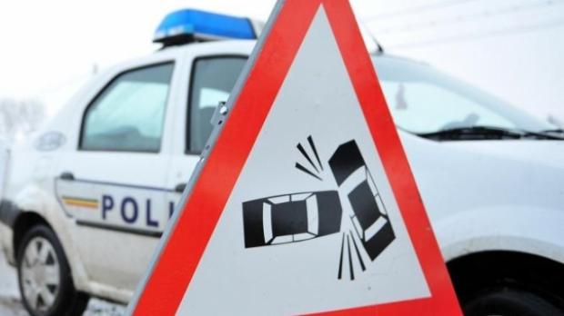Accident cu două mașini avariate, la ieșirea din Mădăras
