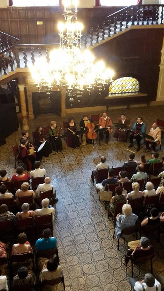 """Concert al Ansamblului """"Kajoni Consort"""" din Baraolt la Castelul din Carei"""