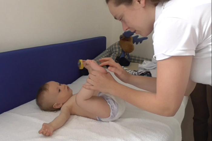 """Bebeluşii primesc evaluare gratuită la Centrul """"Fericitul Scheffler János"""" din Satu Mare"""