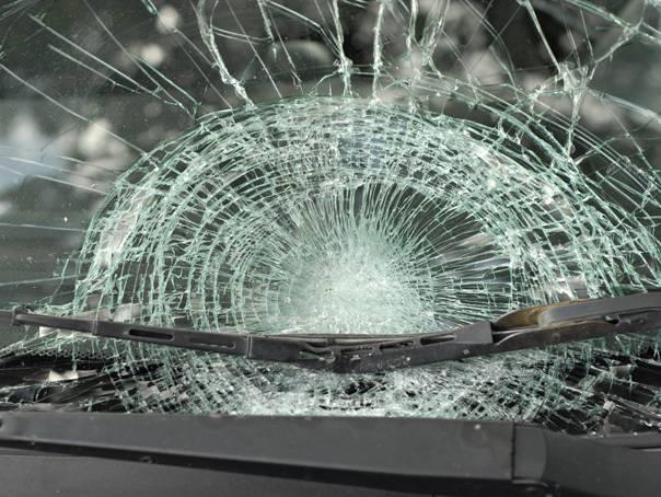 Copil de 14 ani, cercetat pentru distrugerea unei mașini