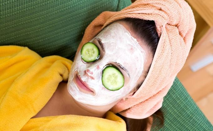 Cum să îți prepari acasă o mască răcoritoare de față