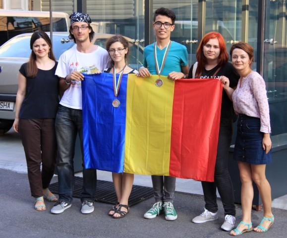 Două medalii de argint pentru elevii români la Olimpiada Internaţională de Lingvistică