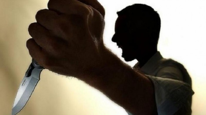 Gelozia i-a întunecat mintea: Și-a înjunghiat rivalul cu un cuțit în spate