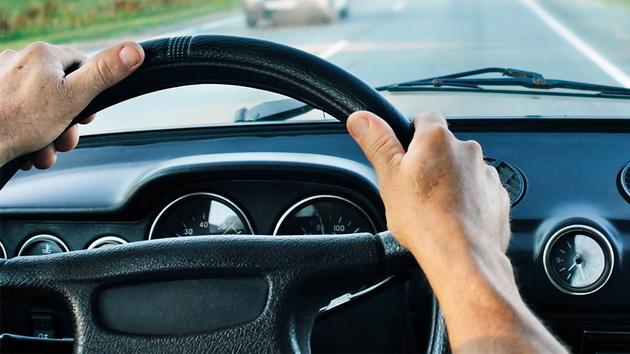 Șofer, prins la volan cu permisul suspendat