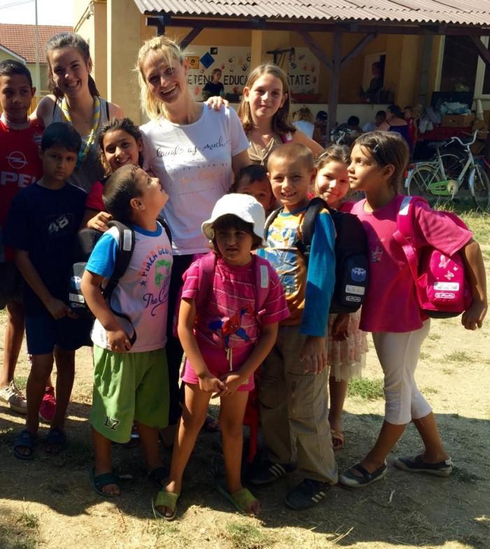 Larisa Țîrle, o sătmăreancă stabilită în Belgia ajută copii săraci din Satu Mare