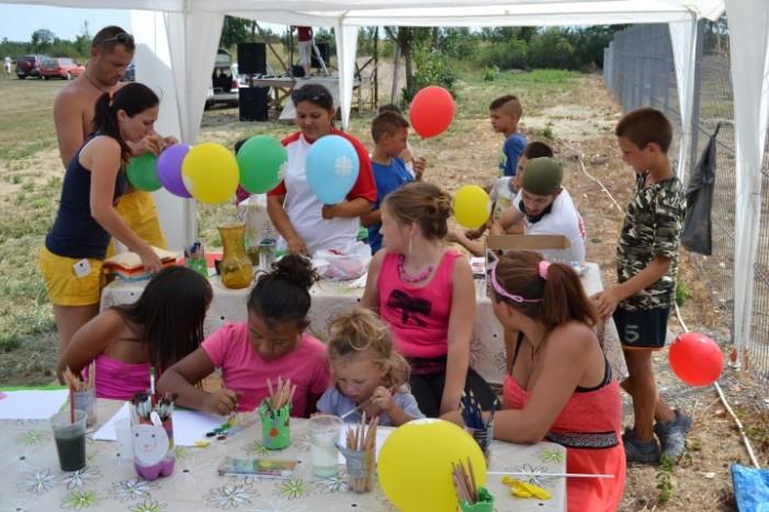 Suc de fructe şi activităţi pentru copii la Turulung