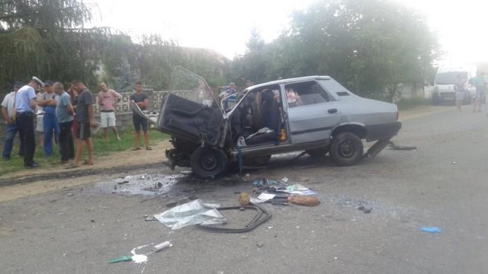 Accident cu trei răniți în localitatea Păulești (Galerie foto)