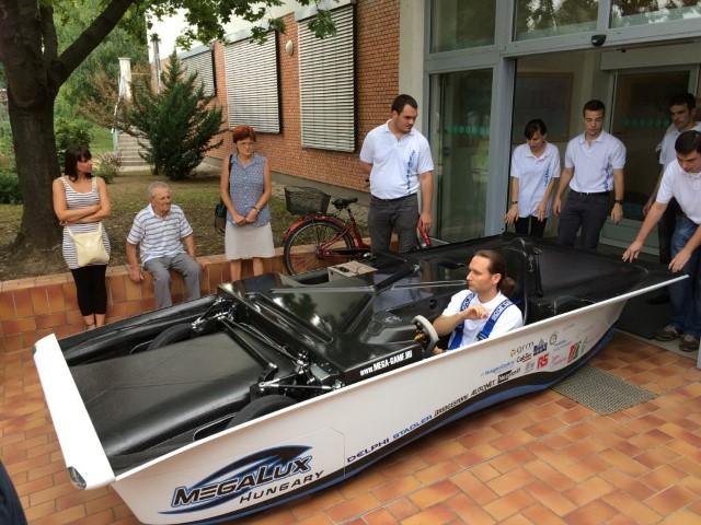 MegaLux – vehiculul solar finanțat de Autonet (Foto)