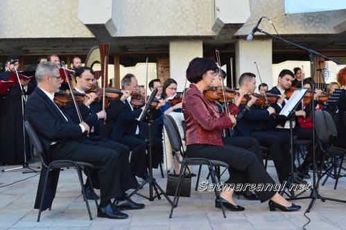"""""""Bijuterii muzicale"""" în Piața 25 Octombrie"""