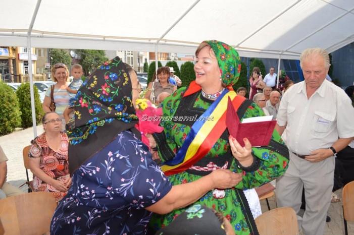 Primarul Aurelia Fedorca a premiat cuplurile de aur din Negrești-Oaș