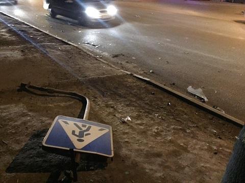 Beat criță, Decebal a doborât cu mașina un indicator de circulație