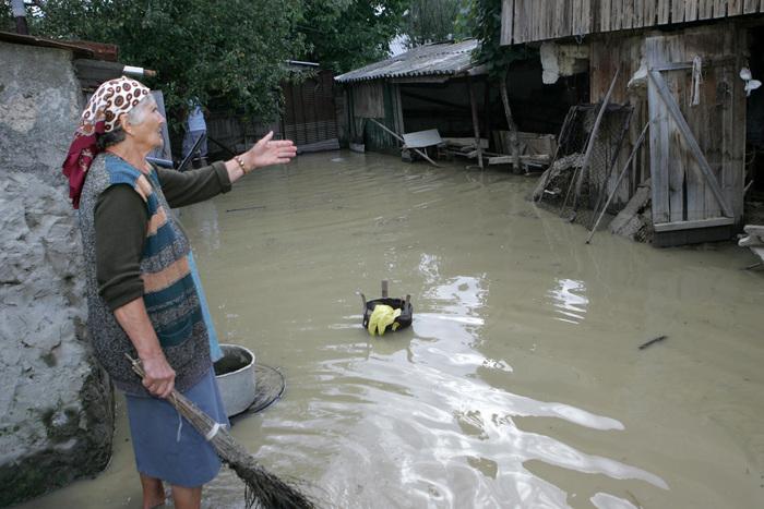 Victimele inundațiilor din județul Satu Mare primesc 74.000 de lei de la Guvern