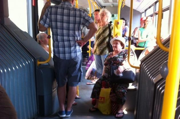 Pasagere rănite, după ce șoferul autobuzului a frânat brusc