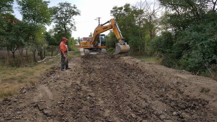A început asfaltarea străzilor în comuna Craidorolț (Foto)