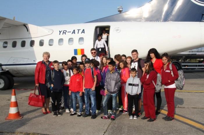 Un grup de copii din Oar, în vizită la Aeroportul Satu Mare (Foto)
