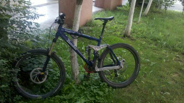 I-a furat bicicleta din fața cârciumii din sat