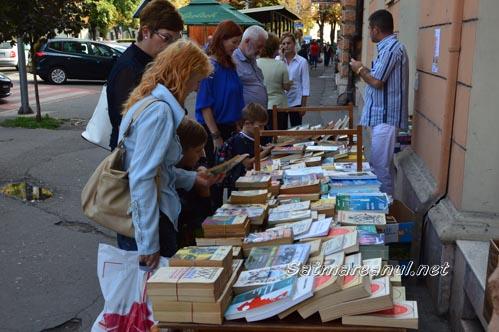Sute de cărți oferite la schimb de Biblioteca Județeană Satu Mare