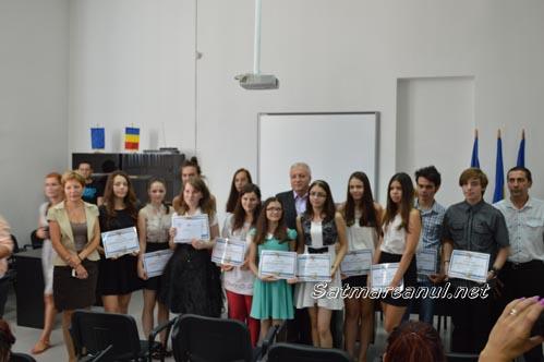 Elevii care au obținut media 10 la Evaluarea Națională, premiați de Prefectură și IȘJ (Foto)