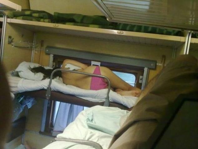 Căldură mare: Femeie în chiloți pozată în trenul Satu Mare-București