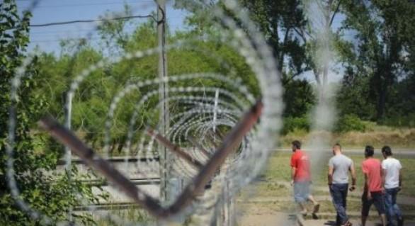 Ungurii încep construirea gardului de la frontiera cu România