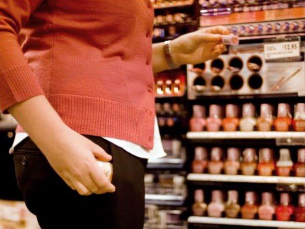 Bihorence prinse la furat într-un magazin din Carei