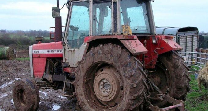 A murit strivit sub roata unui tractor