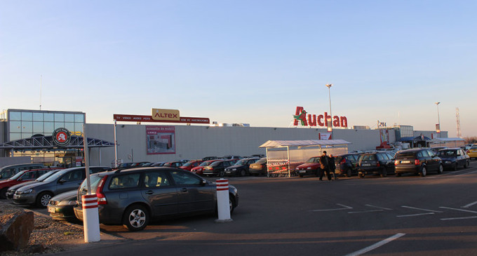 """""""Serbările Normalității"""", în parcarea Auchan din Satu Mare"""
