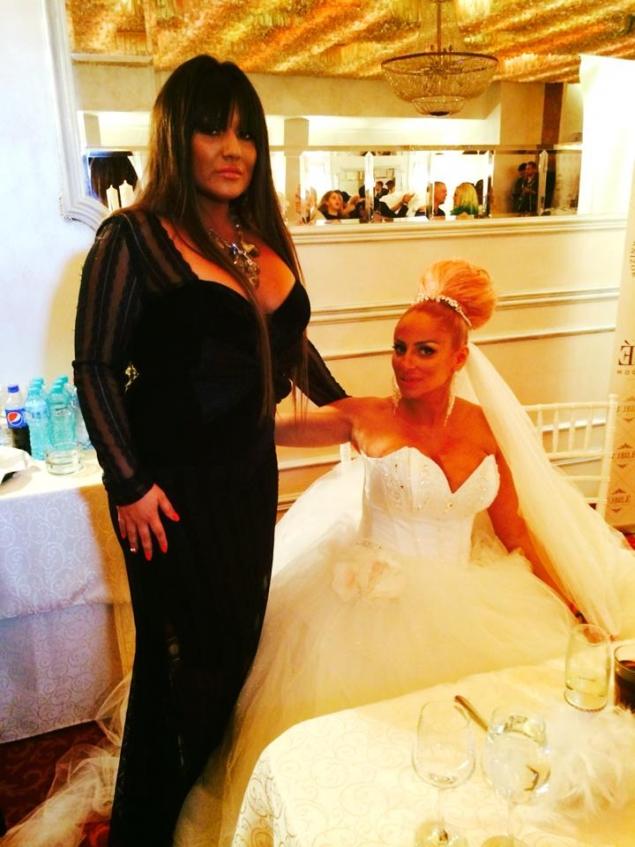 Vezi ce rochie a purtat Bianca Rus la nunta Sânzianei Buruiană