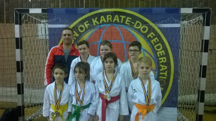 """Nouă medalii pentru copiii de la Secția de karate a CSM Satu Mare la Cupa """"Tiger"""""""