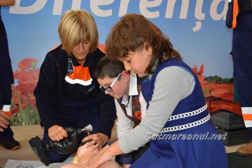 Lecție de resuscitare, la Hipermarket-ul Auchan din Satu Mare (Foto & Video)