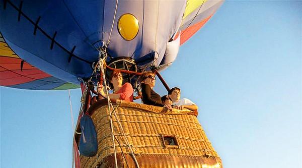 Zborul cu balonul cu aer cald se amână pentru duminică