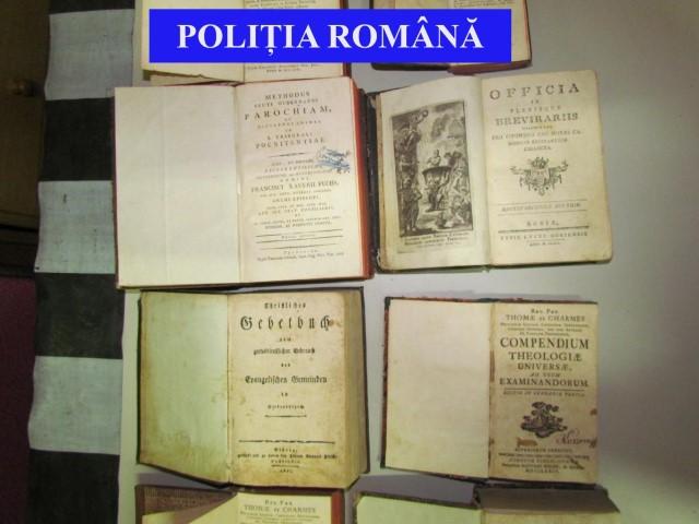 Sătmărean prins că vindea cărți vechi de peste 200 de ani la un târg din Negreni (Foto)