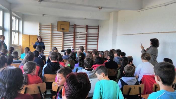 Peste 200 de elevi din Doba și Berveni, informați despre siguranța pe internet