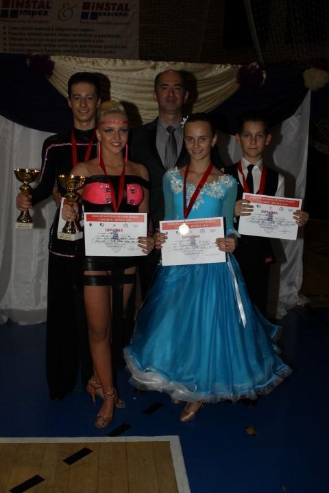 """Medalie de aur pentru Royal Dance, la Concursul Național de dans sportiv """"Cupa Arad"""""""