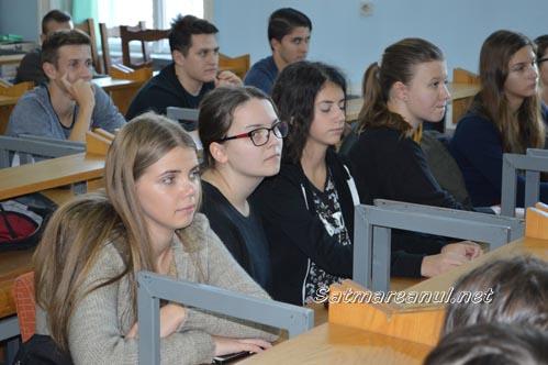"""Elevii de la Colegiul """"Doamna Stanca"""" au învățat tainele artei conversației"""