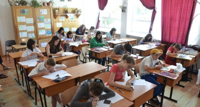 Proiect legislativ: Elevii trebuie să meargă la şcoală doar dimineaţa