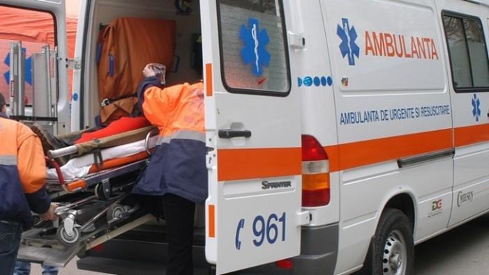 A ajuns la spital după ce a căzut de la înălțime