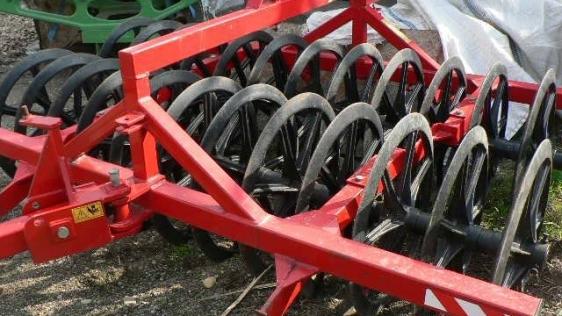 Fermier lăsat fără utilajele agricole din curte