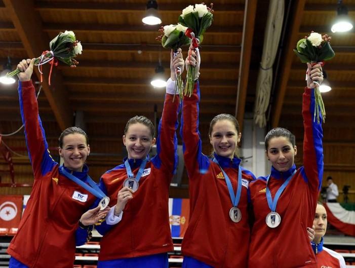 Spadă feminin: Echipa României, cu Simona Pop în lot, este ca și calificată la JO de la Rio