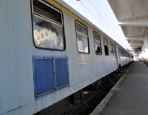 Din cauza marfarului deraiat, trenul Satu Mare-București a mers pe la Suceava