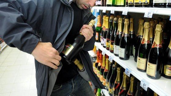 Prins la furat de alcool