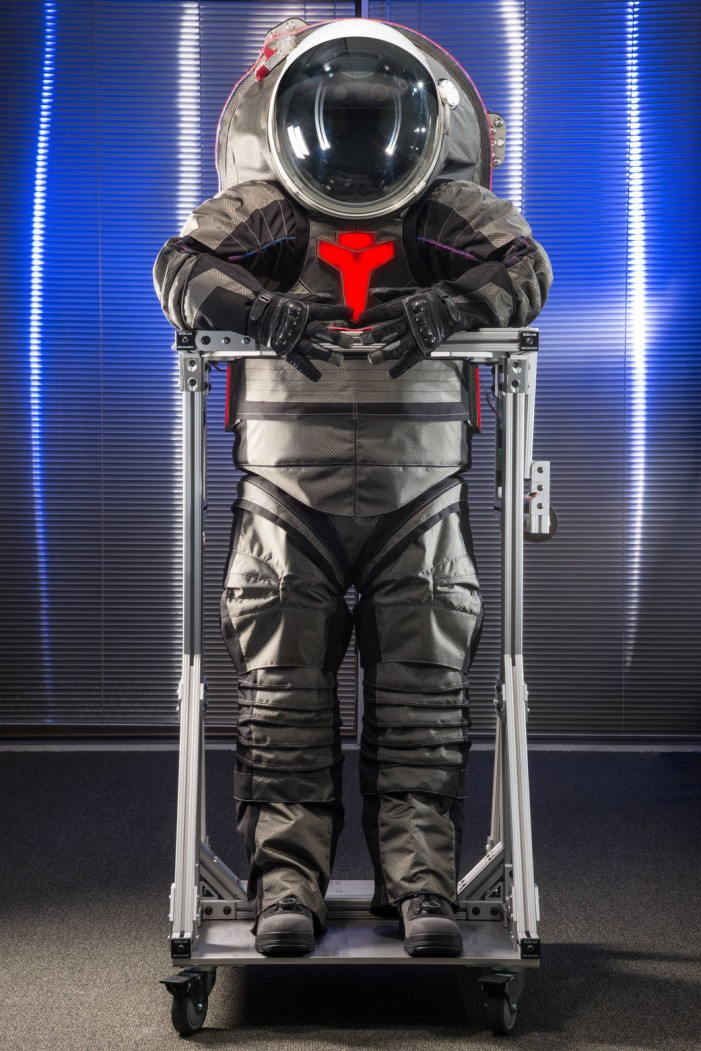 Vezi primele imagini cu costumele pe care le vor purta astronauții în misiunea de pe Marte