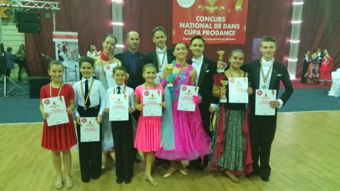 """Nouă medalii pentru """"Royal Dance Club"""" la Cupa """"Prodance"""""""