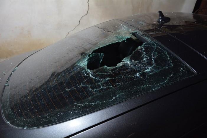 Femeie cercetată după ce a distrus două mașini