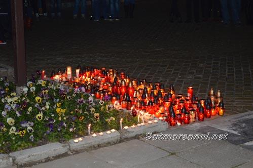 """Sătmărenii s-au rugat pentru victimele de la Clubul """"Colectiv"""" (Foto)"""