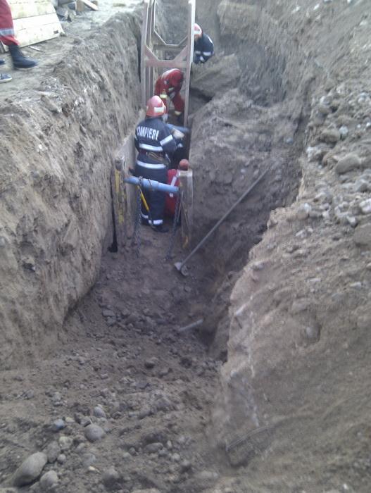 Angajatul unei firme din Satu Mare a murit, sub un mal de pământ (Foto)